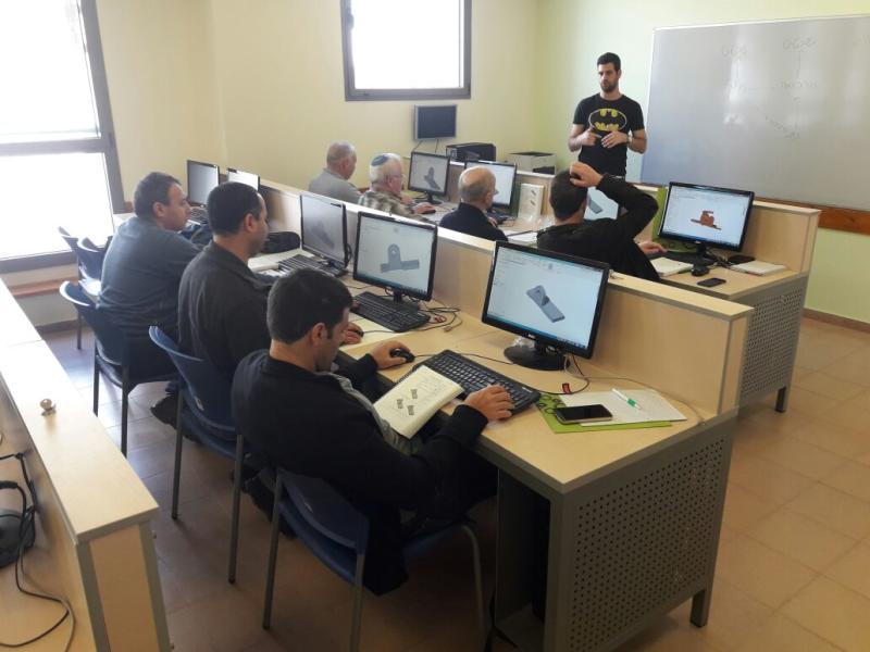 פתיחת קורס SolidWorks