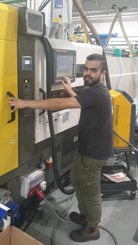 אחמד סלמאן - טכנולוגיית הזרקת פלסטיק - מורחב